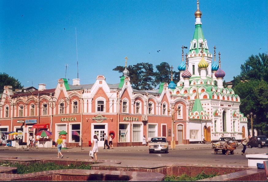 Saratov: note the colorfull domes on the utoli moyya pechali church to